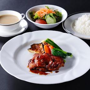 第76期名人戦で佐藤天彦名人、羽生善治竜王が食した「勝負めし」を1日各10食限定で発売