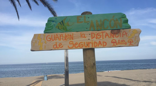 María Lage llena de arte al aire libre el Paseo Marítimo de Carboneras