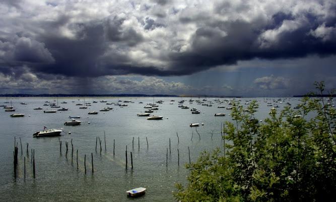 Pioggia sulla baia di ETTORE STABILINI