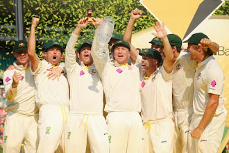 Photo: SYDNEY, AUSTRALIA - JANUARY 05:  The Australian team celebrate with the trophy after winning the test and the series 5 - 0 during day three of the Fifth Ashes Test match between Australia and England at Sydney Cricket Ground on January 5, 2014 in Sydney, Australia.  (Photo by Mark Kolbe/Getty Images)