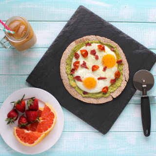 Egg & Avocado Breakfast Pizza