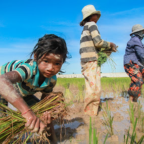 Cambodian kid's life.  by Rechard Sniper - People Family