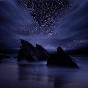 Somewhere out there by Jorge Maia - Landscapes Starscapes ( clouds, waterscape, stars, night, rocks )