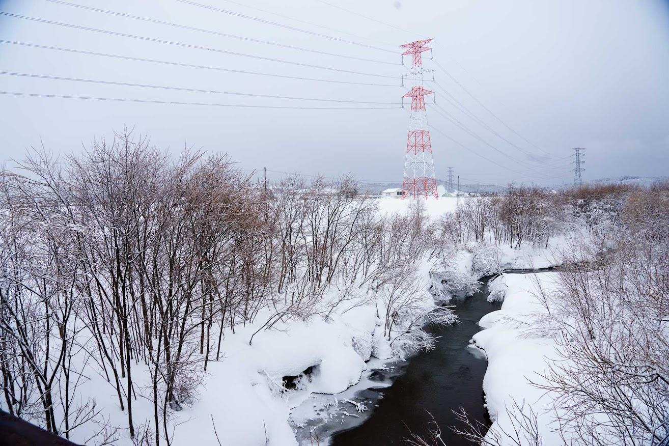 雪の冷たさの中に、温かさを感じる風景