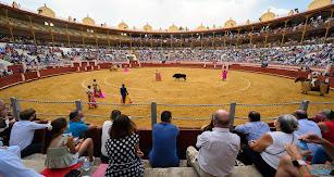 Ambiente en la tarde del sábado en la Plaza de Toros de Almería.