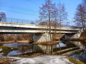 Photo: 30,9 km Rawka, most kolejowy linii Skierniewice – Warszawa, próg z pali larsena, przenoska lewą stroną