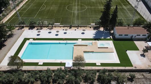 Serón estrena una nueva piscina con hidromasaje y playa de arena