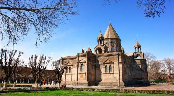 echmiadzin-mother-cathedral-hripsime-church-gayane-church-in-yerevan