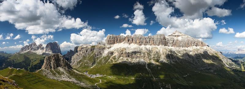 Sa sinistra: Sasso Lungo, Sella, Pordoi, Piz Boè di daniele1357