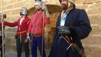 Exhibición de indumentaria medieval inspirada en la Guerra de Granada.