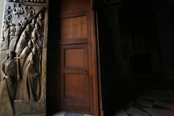 Dentro e il Fuori di una cattedrale di cesare carusio