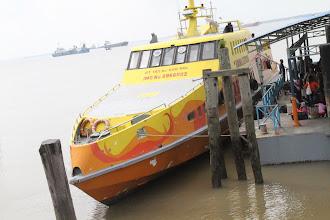 Photo: Keltas Malaizija-Indonezija kainavo $60.  The Malaysia-Indonesia ferry costed around $60.