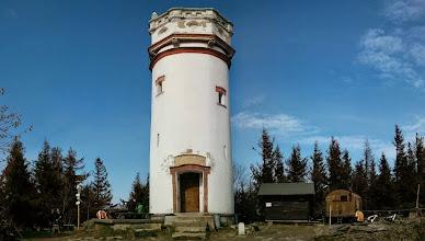 Photo: rozhledna na Biskupské kupě. Je to nejstarší kamenná rozhledna v Jeseníkách. Nachází se na vrcholu Biskupské kupy v nadmořské výšce 890 m
