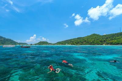 Snorkel on the coral reefs of Hin Klang