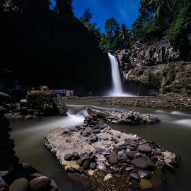 standing rock by Supriadi Lee - Landscapes Travel ( nature, travel, landscape )