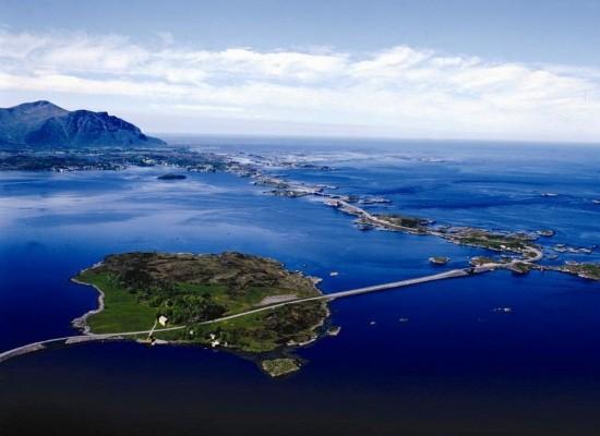 """Résultat de recherche d'images pour """"route qui traverse la mer en Norvège"""""""