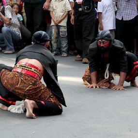 Duel Warok by Supri Yanto - People Street & Candids