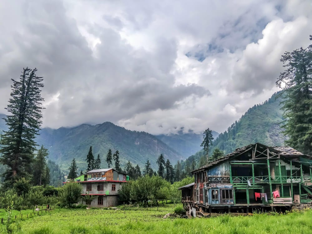wooden+houses+kalga+village+parvati+valley+himachal+pradesh