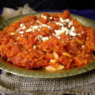 Gajar Ka Halwa (Carrot Halwa).