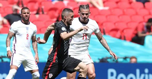 Southgate explains Sterling selection; praises 'understated' England man