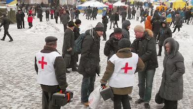 Photo: лікарі-добровольці дають інтерв'ю