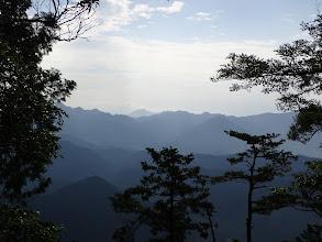 明神山(中央奥)方面