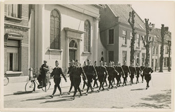 Photo: 1938 Bredase burgerwachters op mars in de Dreef