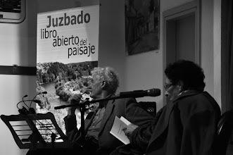 Photo: Félix y Francisca durante el recital poético