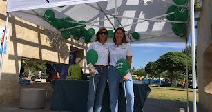 COLORIDO Belén González y Eva González atendieron en el stand de DKV.