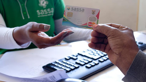 Over half a million SASSA beneficiaries are still in possession of the old cards.