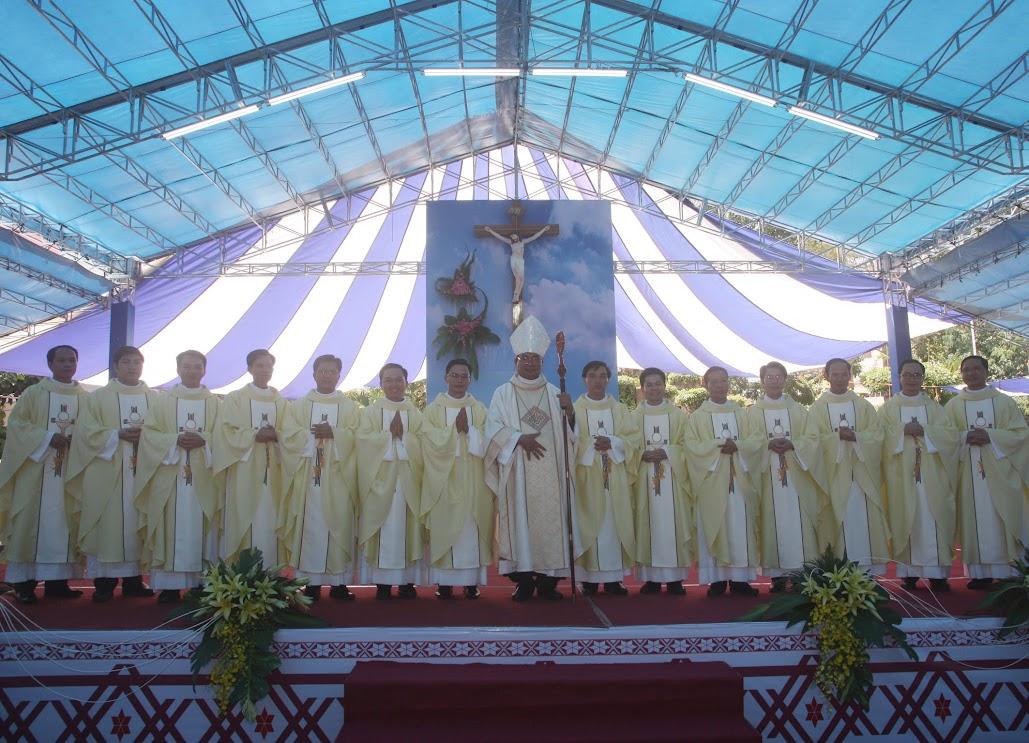 GP Ban Mê Thuột: Thánh lễ Truyền chức Linh mục - Ngày 10.5.2018
