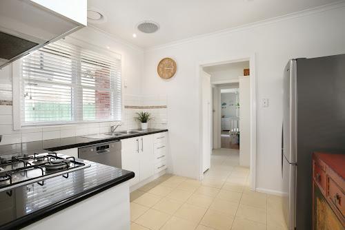Photo of property at 2/135 Grange Road, Glen Huntly 3163