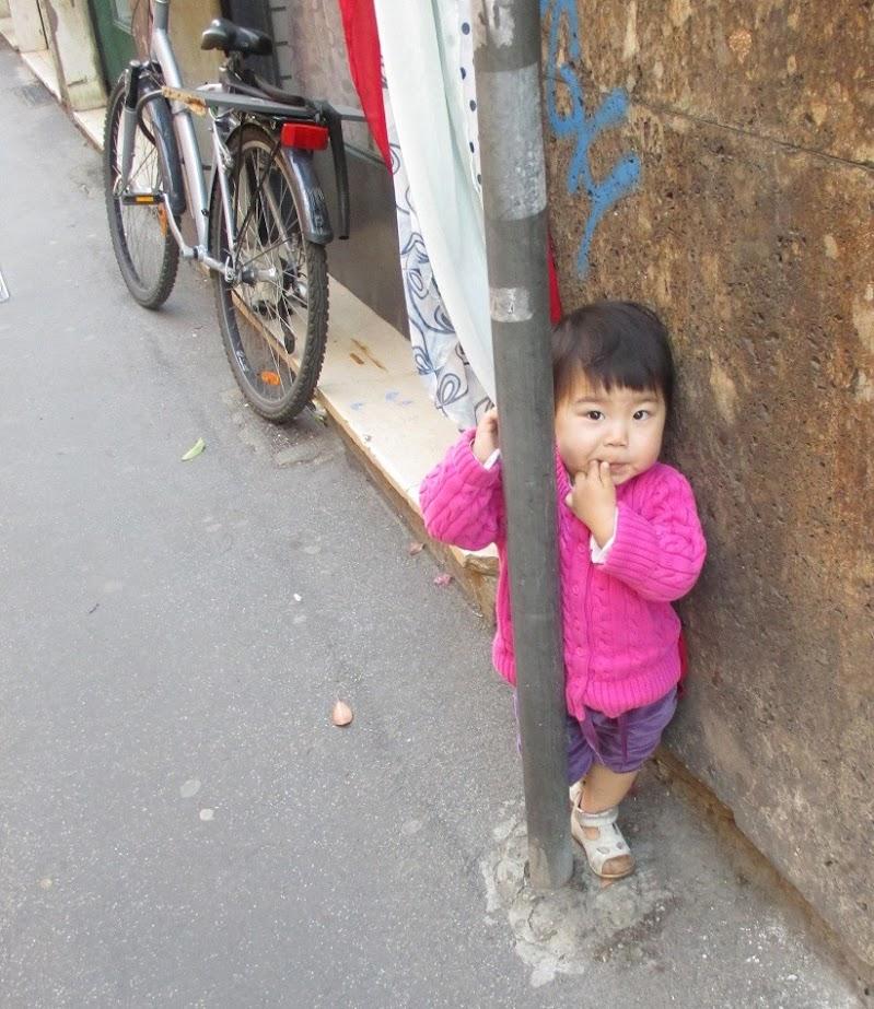 bambina sola di Praz