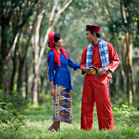 Fighter in Love by Mario Wibowo - People Couples ( love, bogor, color, mario wibowo, indonesia, 2012, couple, fighter, rumpin, fotorio )