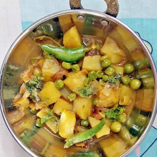 Aloo matar ki sabzi - Potato Green Peas curry