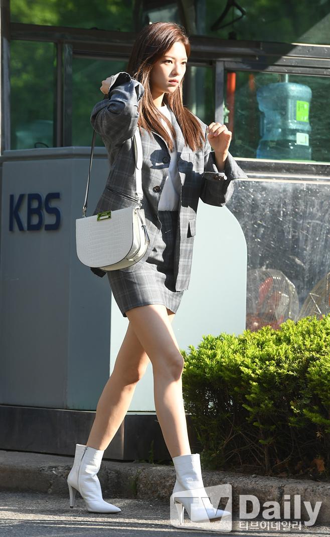 jeongyeon legs 13