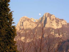 Photo: Eccola già alta al di sopra del monte Forato