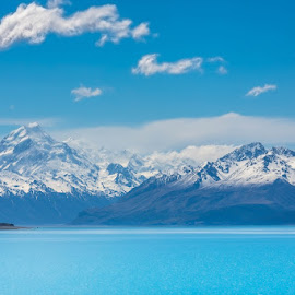 Pukaki lake by Strange Jazzy - Landscapes Waterscapes ( newzealand#pukaki#lake#mountain#bleu#,  )