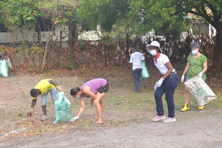 Residents of Casuarina area in Malindi take part in the monthly cleanup exercise