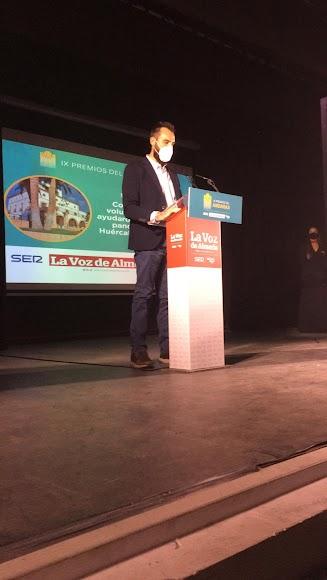 Comparte el Premio Sociedad con el colectivo de voluntarios que ayudan durante la pandemia en Huércal.