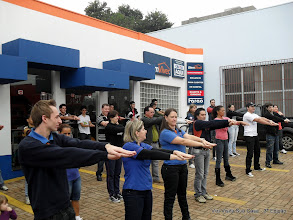 Photo: 25/05/2011 - Dia do Desafio - a Vizinhança da rua do Comércio praticando exercicios!