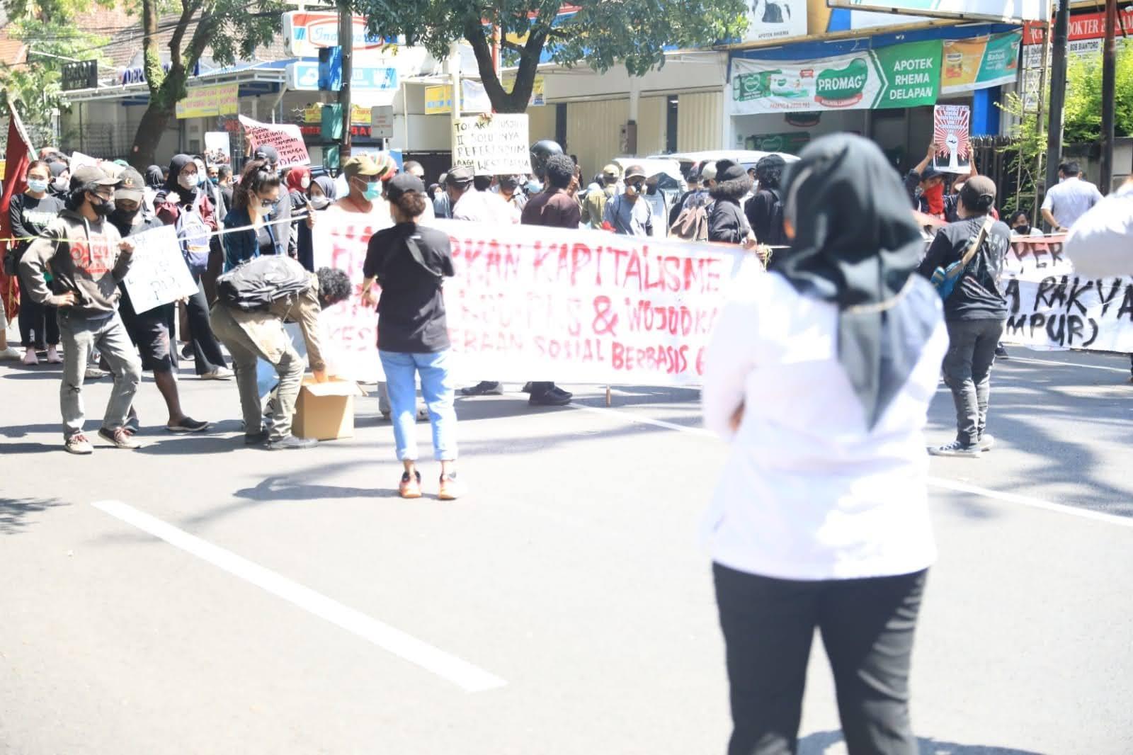 Aksi Unras Gabungan Mahasiswa di Malang Kota Dibubarkan Karena Langgar Prokes Covid-19 dan Merusak Mobil Polisi