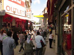 Photo: La rue des vêtements.