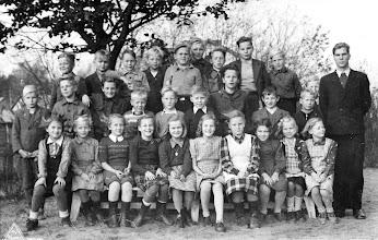 Photo: Cygnaeuksen koulun Kaarlo Mirkkolan luokka 1948