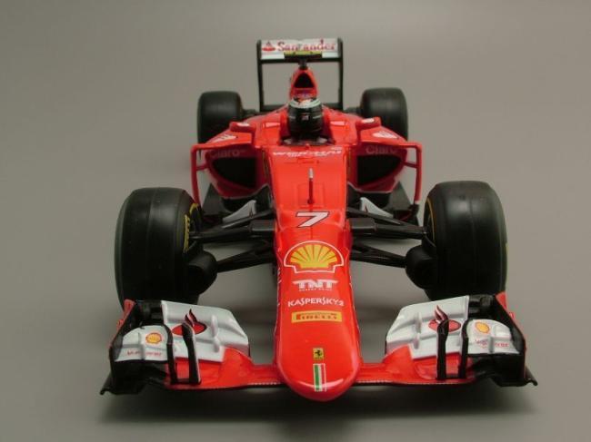 Phía trước xe Ferrari SF15-T Kimi Räikkönen