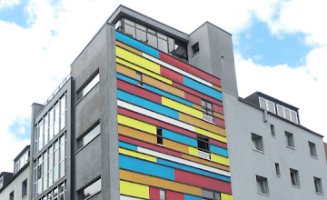 Photo: Fassade im Mondrianstil