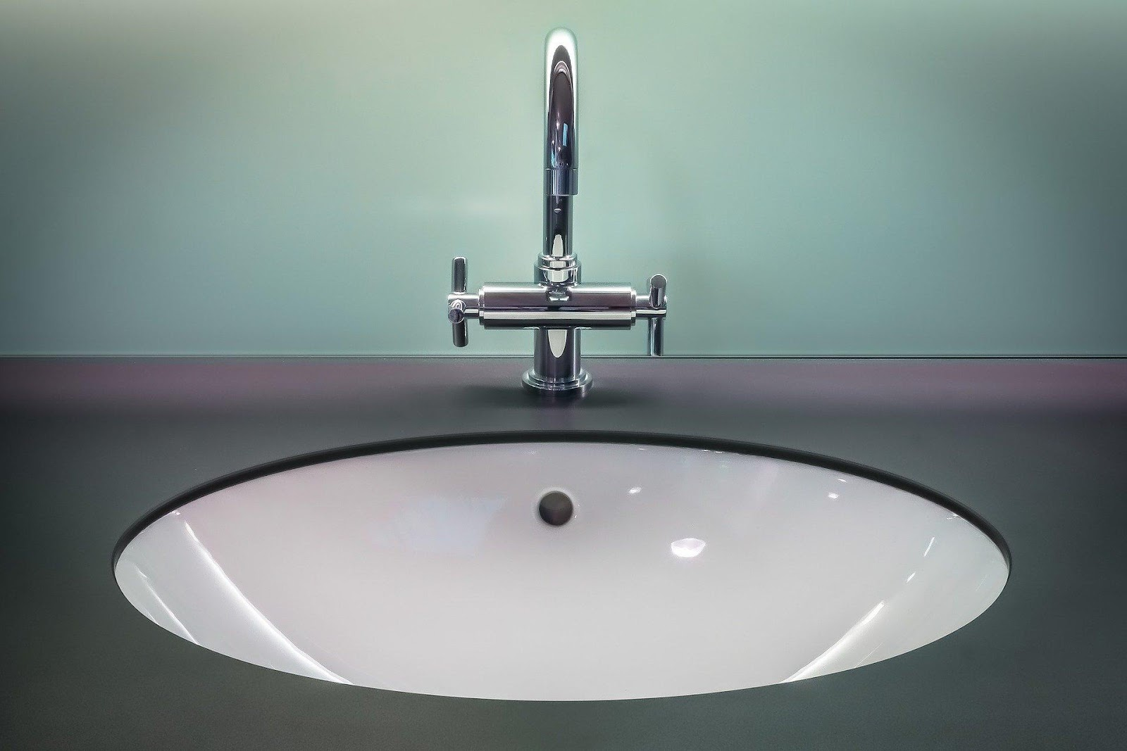 A sink with a faucet  Description automatically generated with medium confidence