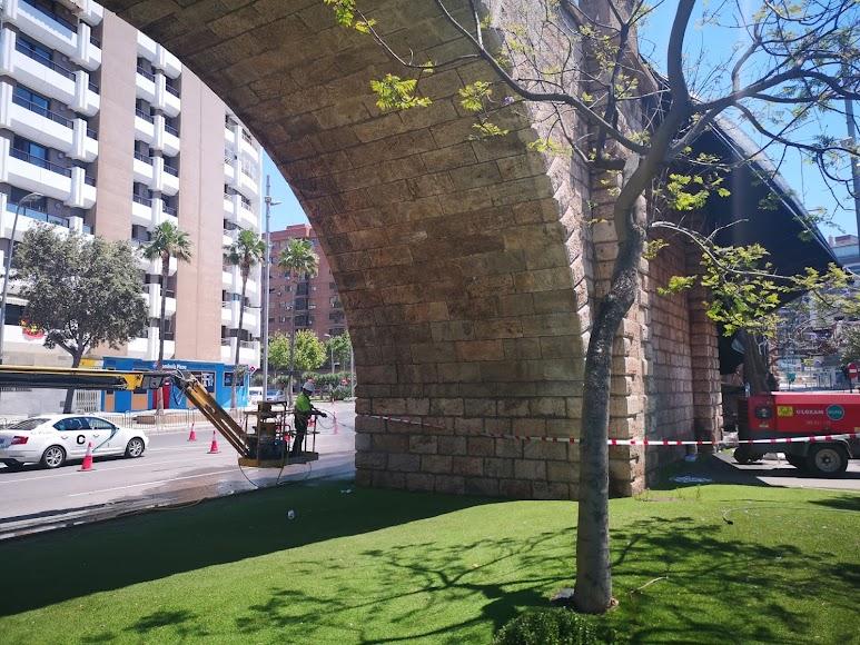 Avanza la restauración del Cable Inglés con la limpieza de los arcos de piedra en las Almadrabillas.