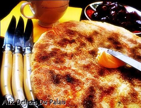 Batbout feuillete le pain marocain au beurre
