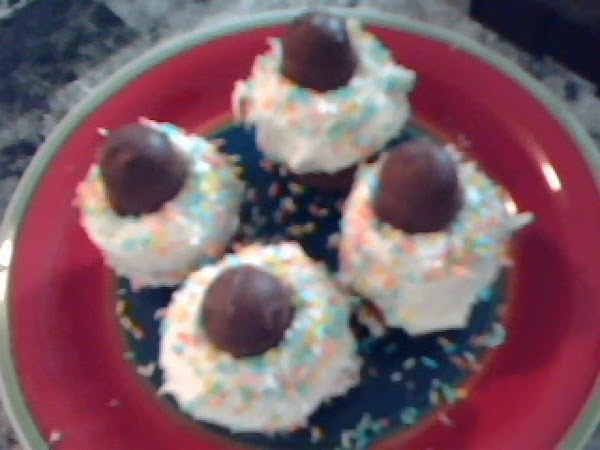 Use frosting to cover muffin tops